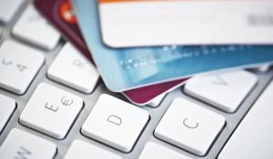 Как безопасно расплачиваться в интернете банковской картой?