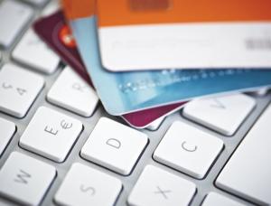 Как безопасно расплачиваться в интернете банковской картой