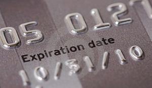 Что делать, когда закончился срок действия кредитной карты?